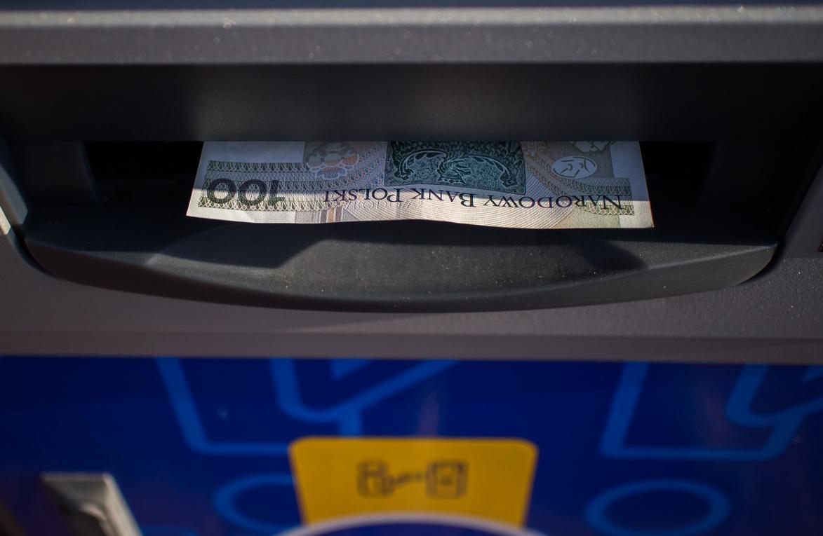bankomat a peníze