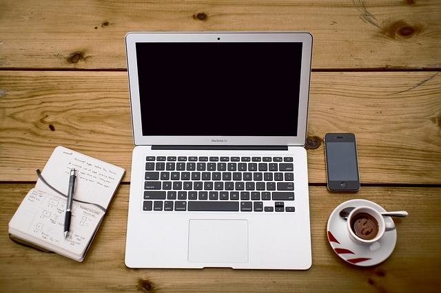 sešit, pc, káva a mobil.jpg