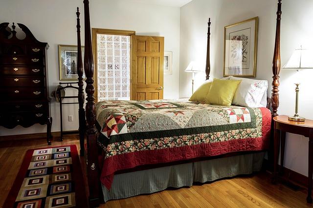 postel dřevěná