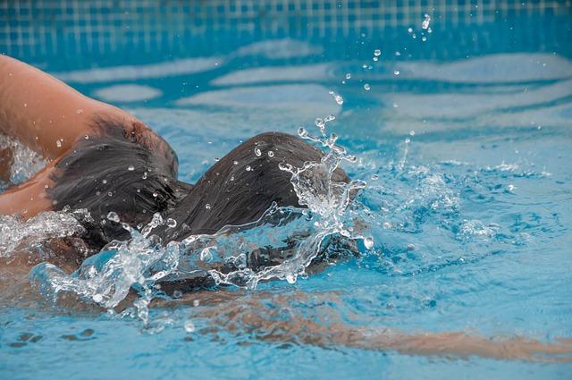 plavkyně ve vodě